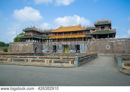 Hue, Vietnam - January 08, 2016: At The Ancient Main Gate (ngo Mon Gate) Of The Citadel Of Hue City