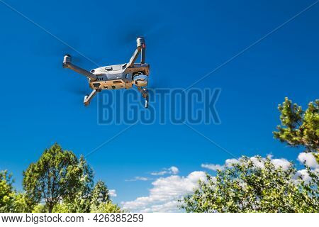 Berdsk, Novosibirsk Region, Western Siberia Of Russia-july 8, 2021: A Soaring Quadcopter Over The Na