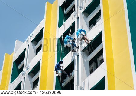 Bangkok, Thailand - April 23, 2017 : Unidentified Asian Construction Painter Was Climbing The Buildi
