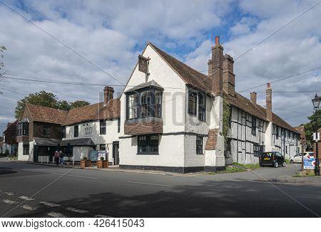 Godstone, Surrey, Uk August 2020 - White Hart Public House In The Village Of Godstone, Surrey, Uk