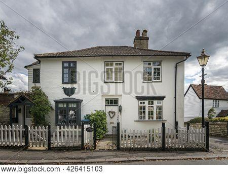 Godstone, Surrey, Uk August 2020 - A White Cottage In The Village Of Godstone, Surrey, Uk