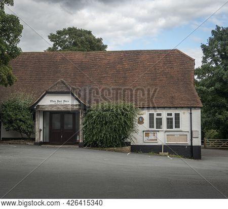Godstone, |surrey, Uk August 2020 - White Hart Barn, Village Hall In Godstone, Surrey, Uk