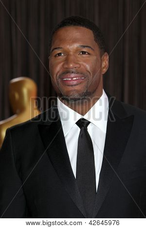 LOS ANGELES - FEB 24:  Michael Strahan arrives at the 85th Academy Awards presenting the Oscars at the Dolby Theater on February 24, 2013 in Los Angeles, CA