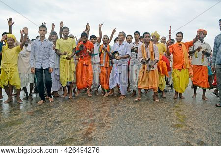 26th July 2015 Puri Odisha India :devotees Around The Chariots Of Lord Jagannath, Balabhadra And Dev