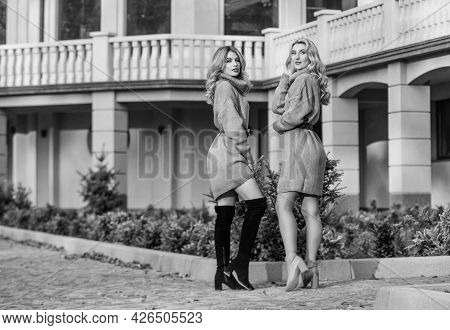 Perfect View. Free Style Comfortable. Autumn Fashion. Blond Girls Make Up Fall Outfit. Girls Soft Kn