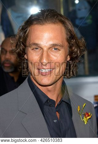 LOS ANGELES - JUN 03: Matthew McConaughey arrives for the Ô2 Fast 2 FuriousÕ Hollywood Premiere on June 03, 2003 in Hollywood, CA