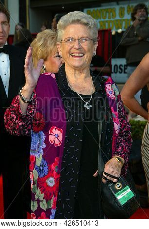 LOS ANGELES - MAR 16: Ann B. Davis arrives to ABC's 50th Anniversary Celebration on March 16, 2003 in Hollywood, CA