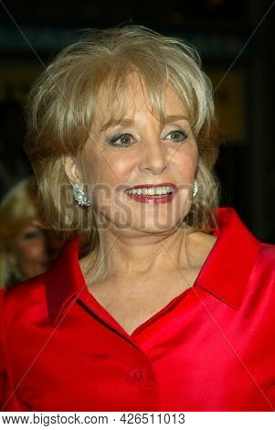 LOS ANGELES - MAR 16: Barbara Walters arrives to ABC's 50th Anniversary Celebration on March 16, 2003 in Hollywood, CA