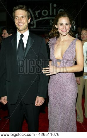 LOS ANGELES - MAR 16: Michael Vartan and Jennifer Garner arrives to ABC's 50th Anniversary Celebration on March 16, 2003 in Hollywood, CA
