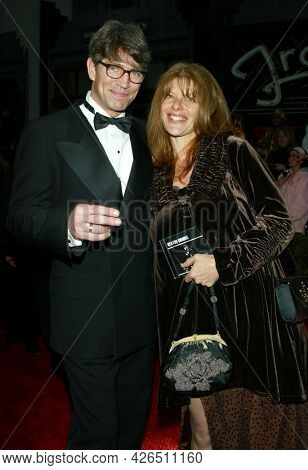 LOS ANGELES - MAR 16: Eric Roberts and Eliza Roberts arrives to ABC's 50th Anniversary Celebration on March 16, 2003 in Hollywood, CA