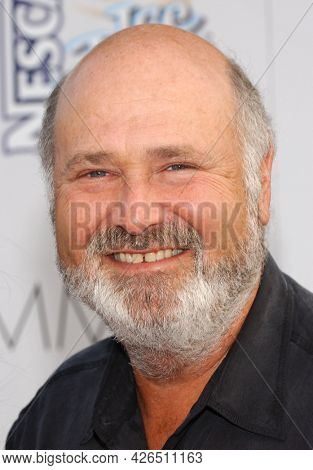 LOS ANGELES - JUN 17: Rob Reiner arrives to  Hollywood Premiere of ÔAlex and EmmaÕ on June 17, 2003 in Hollywood, CA