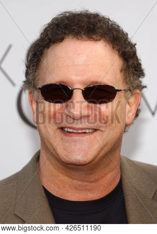 LOS ANGELES - JUN 17: Albert Brooks arrives to  Hollywood Premiere of ÔAlex and EmmaÕ on June 17, 2003 in Hollywood, CA