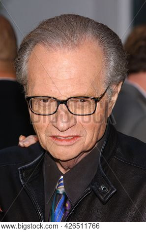 LOS ANGELES - MAY 14: Larry King arrives to  ÔBruce AlmightyÕ World Premiere on May 14, 2003 in Hollywood, CA