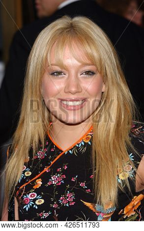LOS ANGELES - MAY 14: Hilary Duff arrives to  ÔBruce AlmightyÕ World Premiere on May 14, 2003 in Hollywood, CA