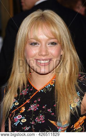 LOS ANGELES - MAY 14: Hilary Duff arrives to  'Bruce Almighty' World Premiere on May 14, 2003 in Hollywood, CA