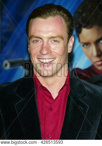 LOS ANGELES - NOV 02: Toby Stephens arrives to  the 'Die Another Day' Hollywood Premiere on November 02, 2002 in Los Angeles, CA