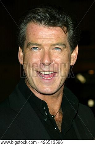 LOS ANGELES - NOV 02: Pierce Brosnan arrives to  the 'Die Another Day' Hollywood Premiere on November 02, 2002 in Los Angeles, CA