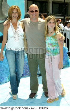 LOS ANGELES - MAY 18: Michael Chiklis arrives to  the 'Finding Nemo' Hollywood Premiere on May 18, 2003 in Hollywood, CA