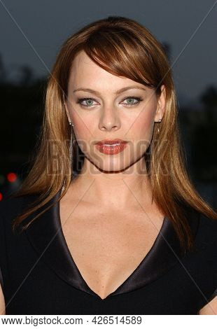 LOS ANGELES - JUL 18: Melinda Clarke arrives to  the 2003 TCA Summer Press Tour - FOX Party on July 18, 2003 in West Hollywood, CA