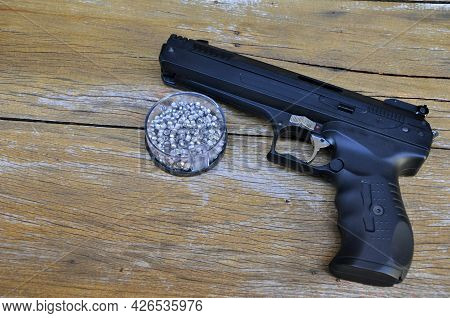 Pressure Gun To Place Metal Pellets Or Metal Balls, With Gun And Box With Metal Pellets For  Shootin