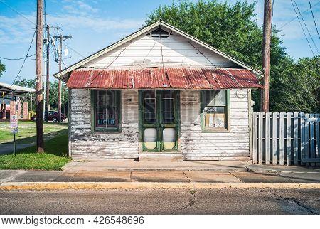 Breaux Bridge, Louisiana, United States - July 16 2009: Old, Dilapidated Southern Style Wood House