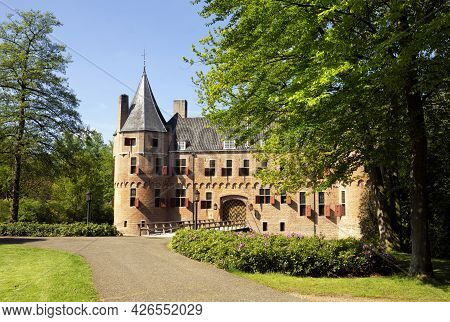 Castle Het Oude Loo Seen From The Surrounding Park