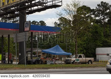 Augusta, Ga Usa - 04 18 21: Produce Street Vendor At Raceway Gas Station And Building With People An