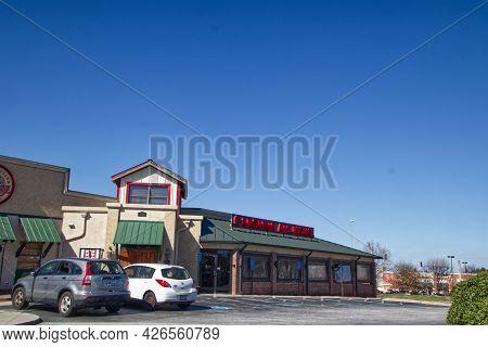 Augusta, Ga Usa - 03 04 21:  Cars Parked At Carolina Ale House Restaurant And Sports Pub - Robert C
