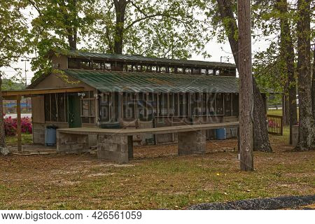 Columbia County, Ga Usa - 04 10 21:  Vintage Old Camping Structure With Screen Windows And Nature Ba