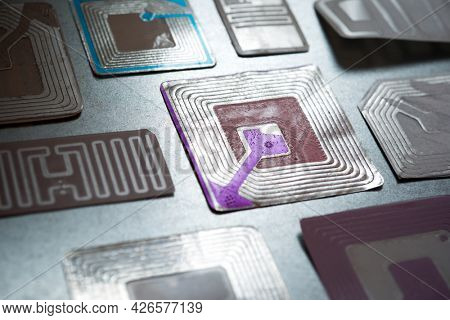 Rfid tags on a metal table