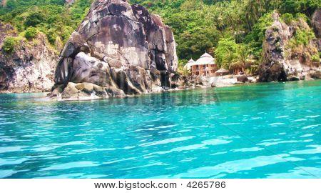 Apo Island Resort Blue Water