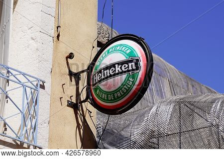 Bordeaux , Aquitaine France  - 07 04 2021 : Heineken Logo Brand And Text Round Sign Of Pale Lager Be