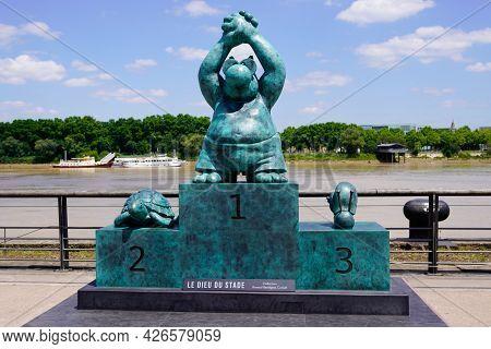 Bordeaux , Aquitaine France  - 07 04 2021 : Exhibition Le Chat Deambule The Cat Walks Winner Race St
