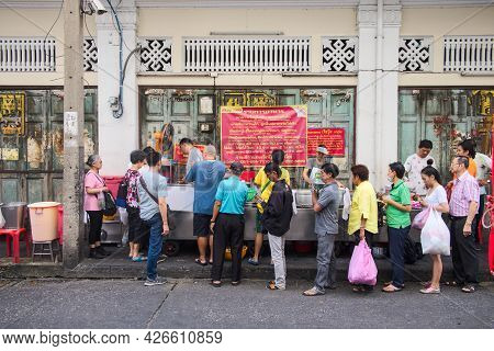 Bangkok-thailand Jul 30 2019: Unidentified People Standing To Buy Street Food, Jek Pui Curry Rice St