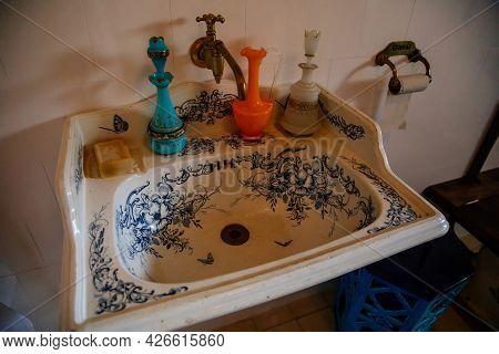 Velke Brezno, Czech Republic, 26 June 2021: Chateau Velke Brezno, Castle Interior, Bathroom With Pai