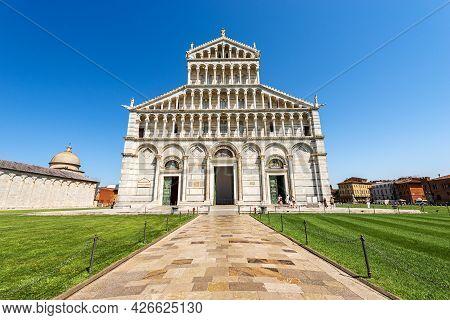 The Main Facade Of The Pisa Cathedral, (duomo Di Santa Maria Assunta, 1063-1092), In Pisan Romanesqu