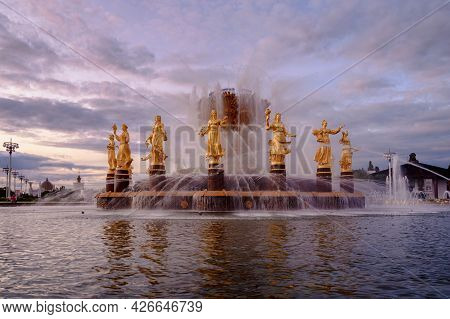 Fountain Friendship Of Peoples At Sunset. One Of The Main Symbols Of The Soviet Era. Sixteen Female