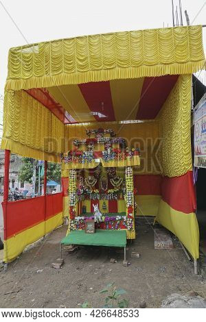 Howrah,west Bengal,india - 7th July 2019 : Money For Worshipping - Written On Collection Box In Beng