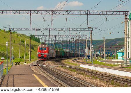 Krasnoyarsk, Russia - June 20, 2021: Long Freight Train Arrives At The Railway Platform Of Trans-sib