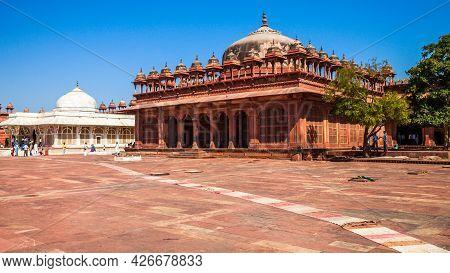 Tombs Of Salim Chishti And Islam Khan In The Ancient City Fatehpur Sikri, Uttar Pradesh State, India