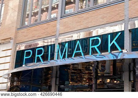 Toulouse , Occitanie France  - 06 25 2021 : Primark Sign Text And Logo Brand Front Of Shop Affordabl