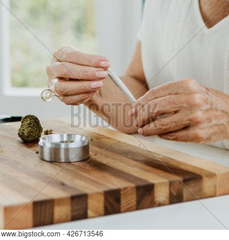 Making a weed joint at home