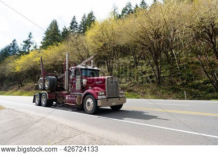 Oregon, Usa - April 05, 2021: Kenworth Hauler Truck Semi Trailer For Transporting On Highway Road.