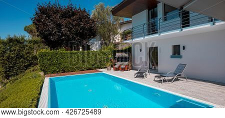 Modern two-story house with large pool overlooking the mountains. Two sunbeds to enjoy vacation. Nobody inside