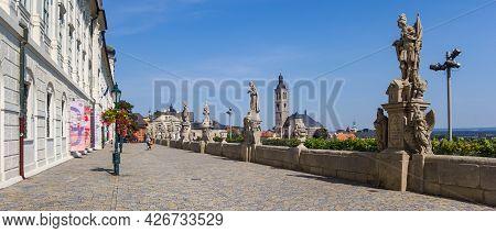 Kutna Hora, Czech Republic - September 14, 2020: Panorama Of The Barborska Street In Kutna Hora, Cze