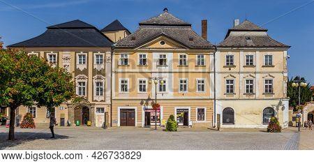 Kutna Hora, Czech Republic - September 14, 2020: Panorama Of Shops On The Market Square Of Kutna Hor