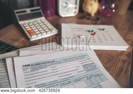 Individual Income Tax Return Form, Calendar, And Calculator For Who Have Income According To United