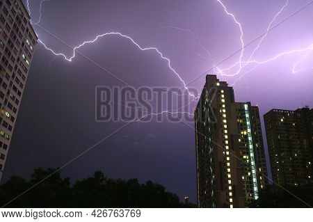 Incredible Real Lightning Strikes In The Urban Night Sky