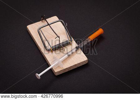 Drug Addict, Heroin Hazard Or Dose Trap Concept - Disposable Insulin Syringe With Drug Dose Inside L