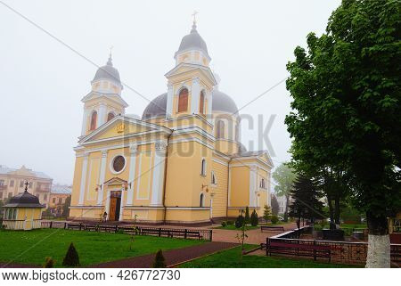 Chernivtsi, Ukraine-may 14, 2021: Picturesque Landscape View Of Ancient Cathedral Of The Holy Spirit
